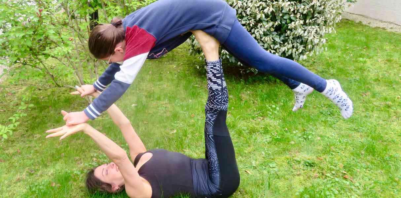Yoga en famille en plein air - Happy Yoga